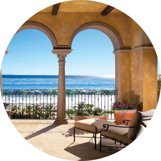 Арки и колонны тенистой лоджии проекта дома в средиземноморском стиле