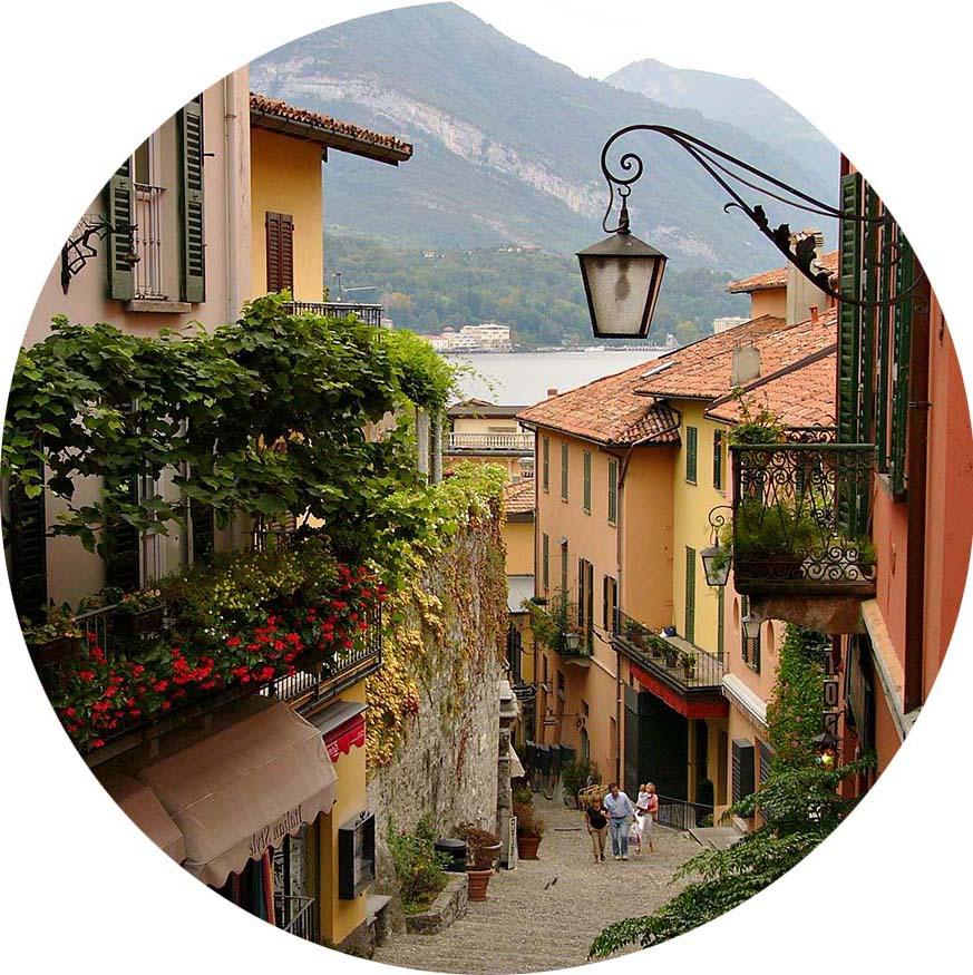 городская улочка средиземноморского городка