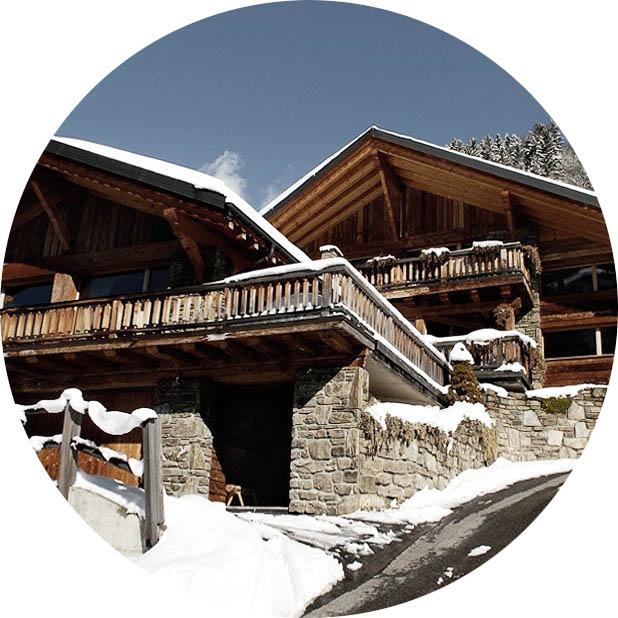 Популярный вариант проекта комбинированного дома - ШАЛЕ