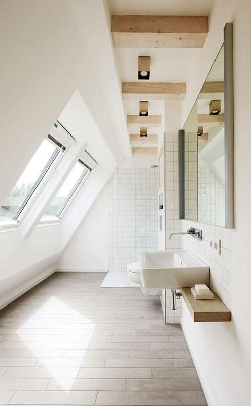 Даже самое небольшое мансардное пространство может быть полезным и удобным