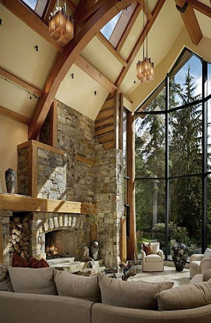 Высокий витраж и световые проемы в мансардной кровле создают ощущение проникновения природы в дом