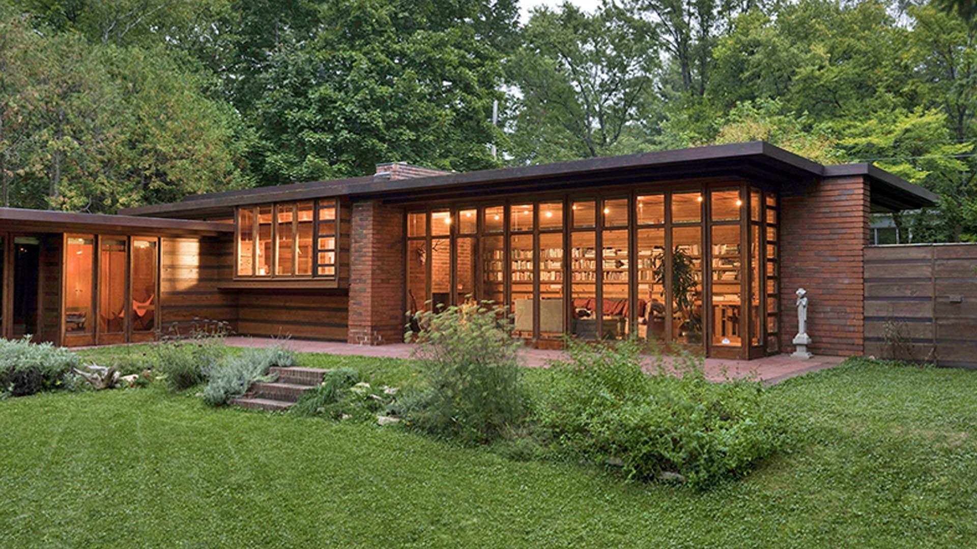 Одноэтажный дом с плоской крышей в Америке - никакой архитектуры - только цвет