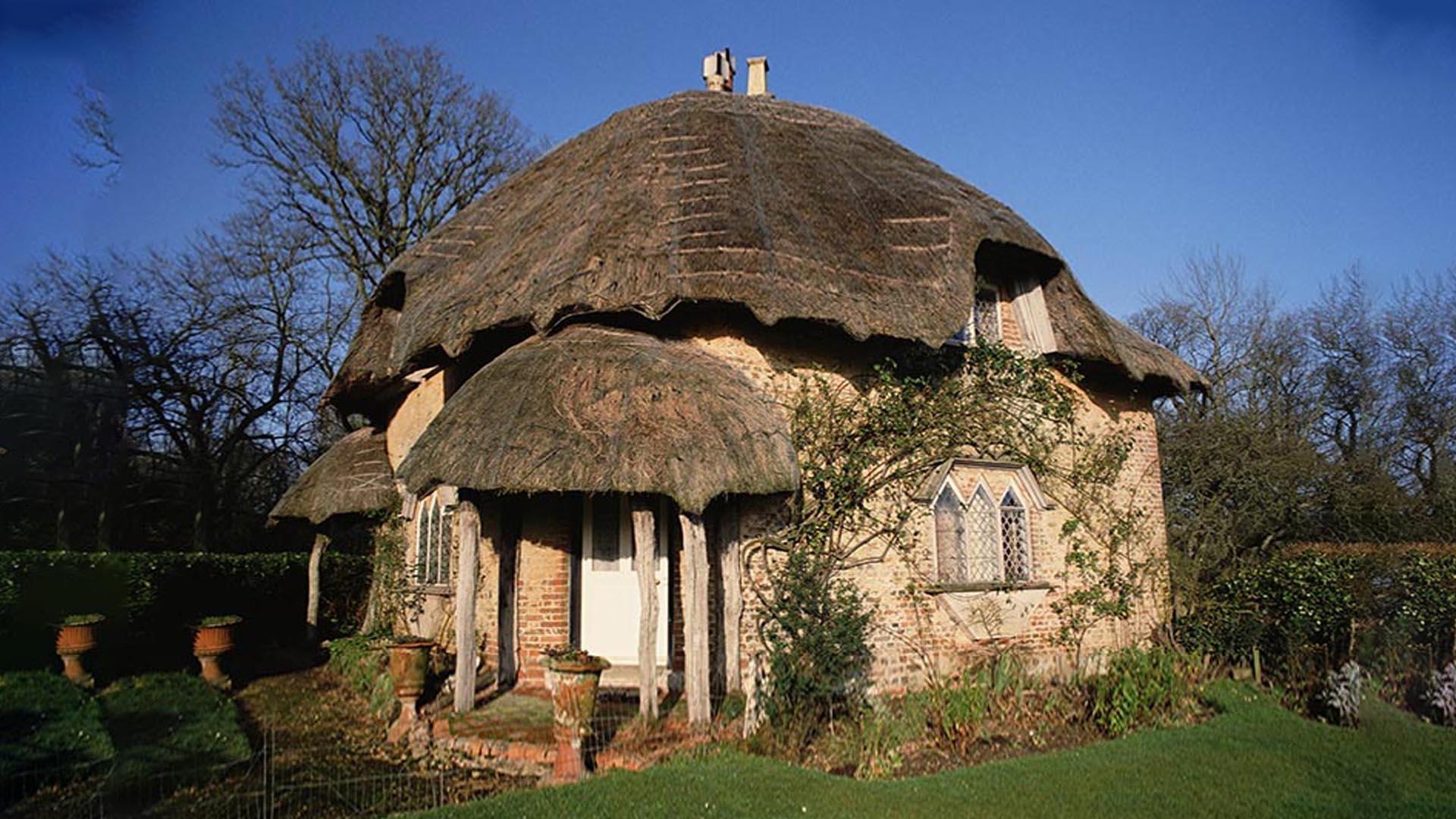 Одноэтажный минималистичный дом противопоставляет себя природе но не нарушает её спокойствия