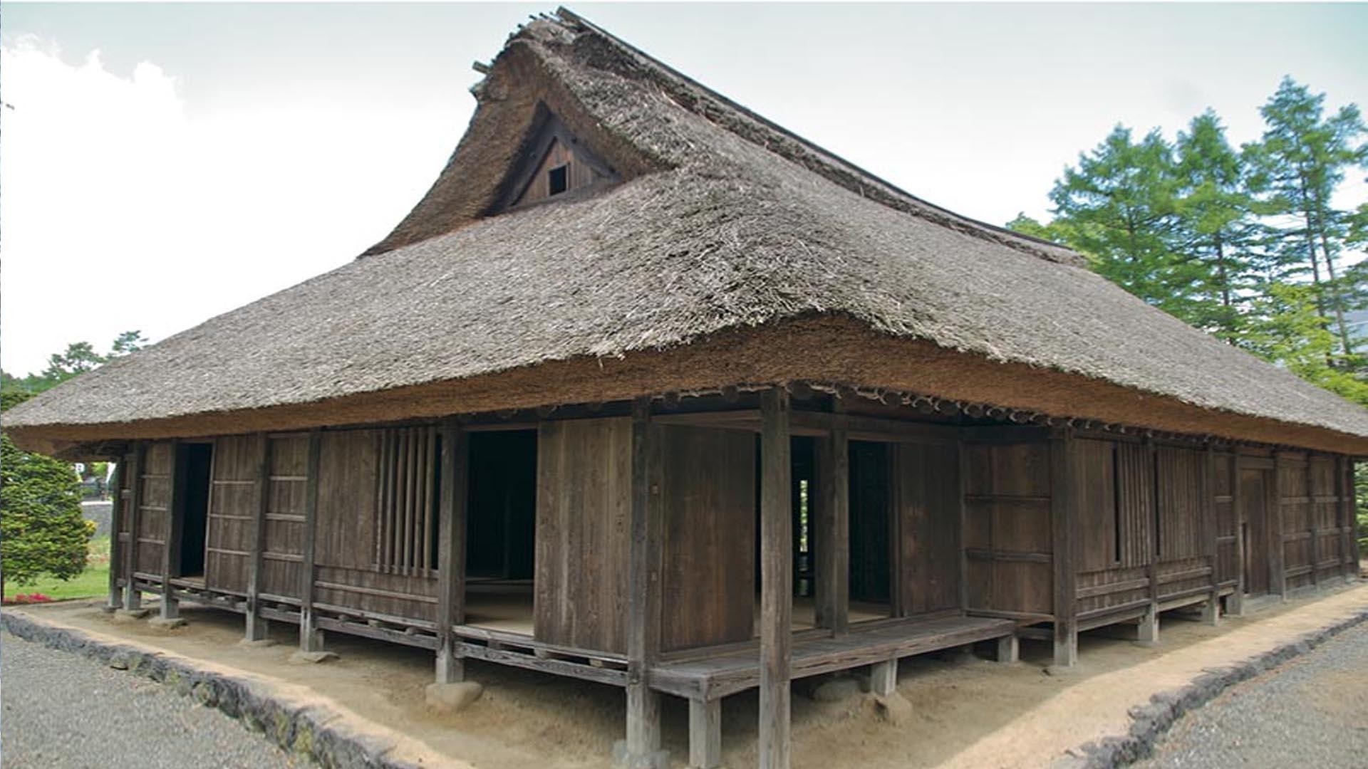 Старинный традиционный одноэтажный японский дом