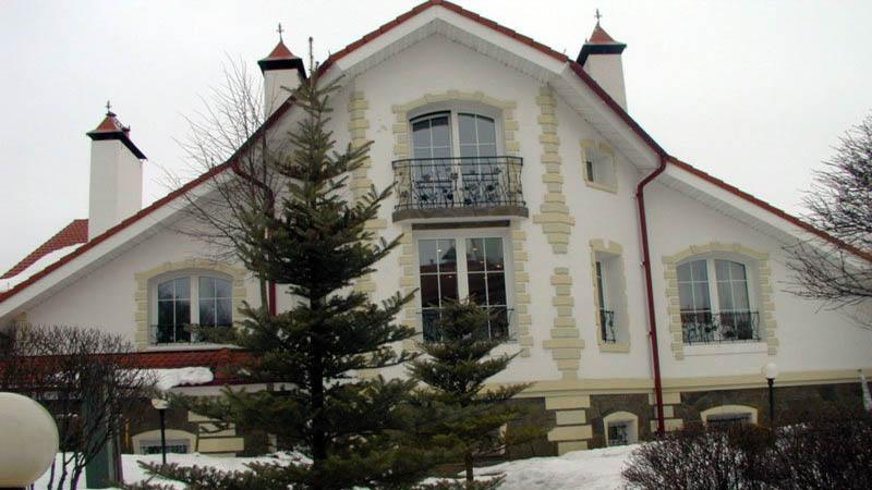 12.Реконструкция пристройкой гостиной,и зимнего сада. Коттедж по новорижскому