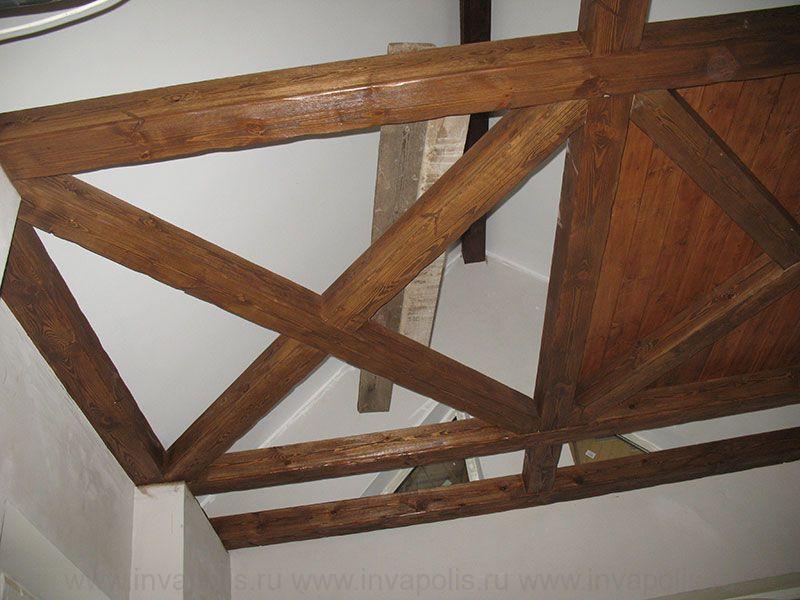 Балочная конструкция потолка над столовой