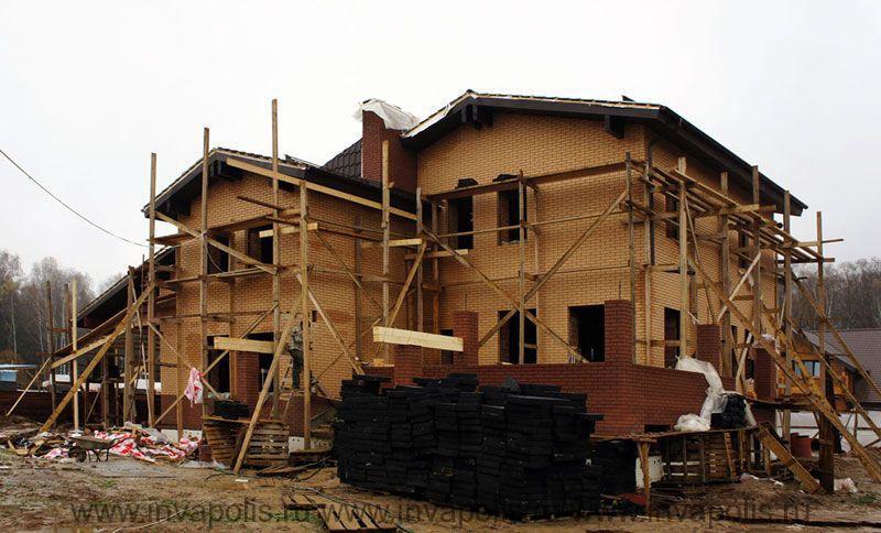 ДО перестройки площадь недостроенного особняка в Одинцовском районе была 280м2.