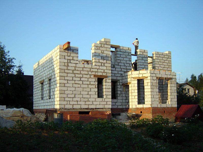 ДО реконструкции площадь недостроенного в Переделкино коттеджа 70м2.